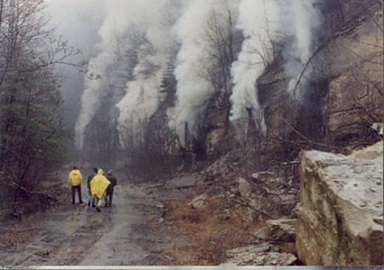 Centralia - Z ziemi wciąż wydobywają się trujące gazy